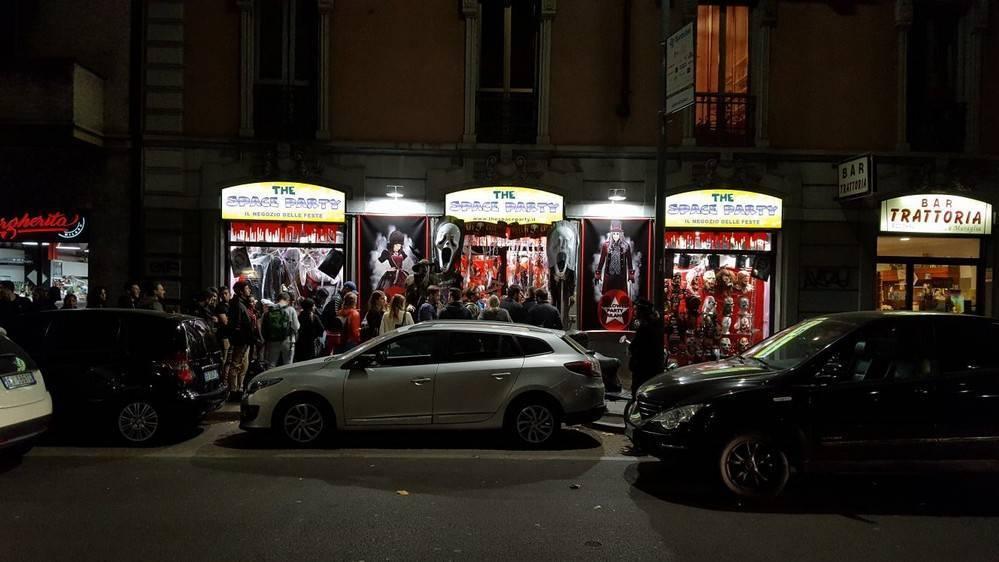 b490edaa93b9 Costumi di carnevale milano - negozio festa milano,bombole elio ...